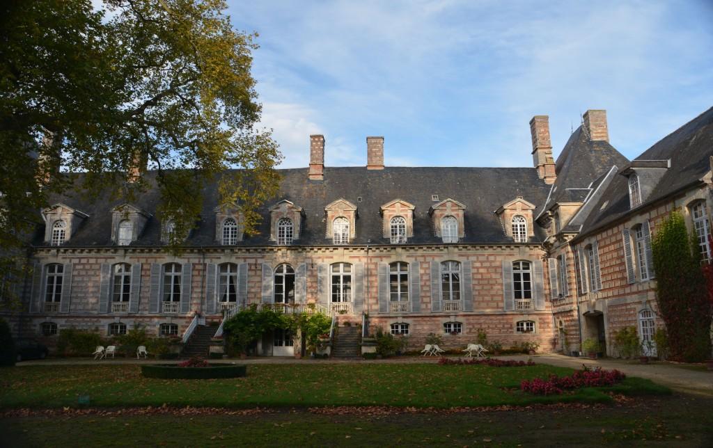La cour d'honneur du château de FERVAQUES