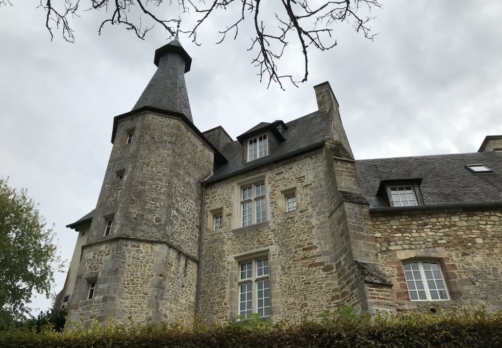 La tour de l'escalier polygonale du Vieux Château